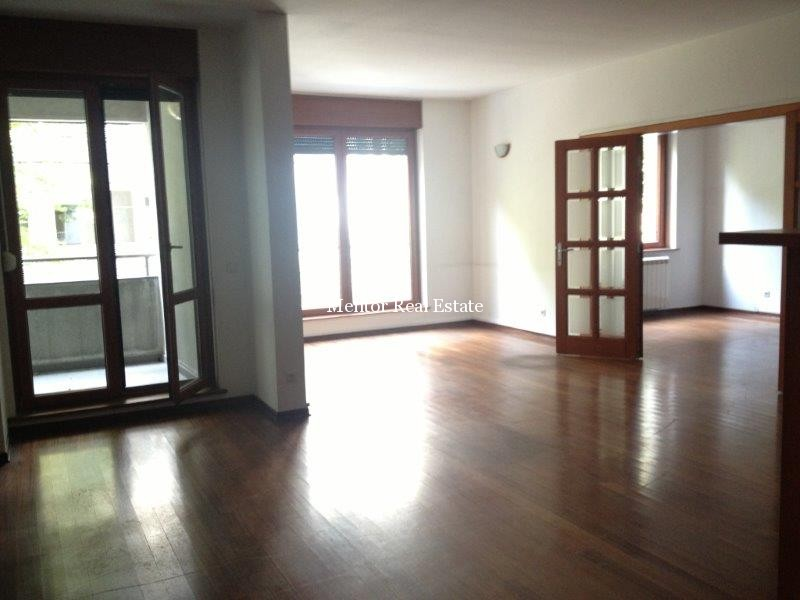 Centre 115sqm apartment for rent (13)