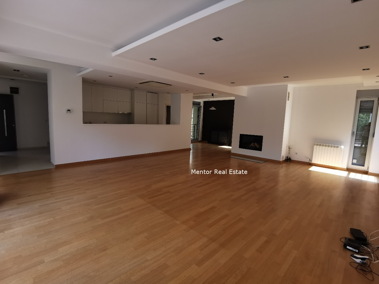 Banovo Brdo 450sqm single luxury house for rent