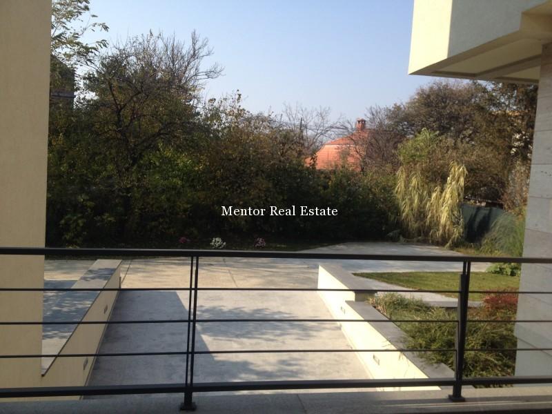 Banovo brdo450sqm house for rent (16)