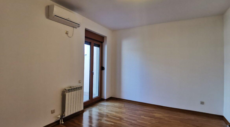 Dedinje 160sqm apartment with garden for rent (31)