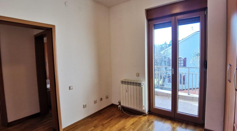 Dedinje 160sqm apartment with garden for rent (33)
