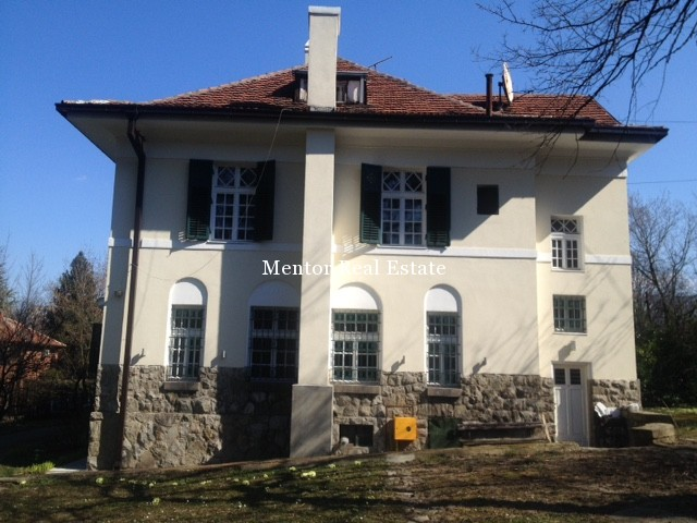 Dedinje house for rent with large garden (1)