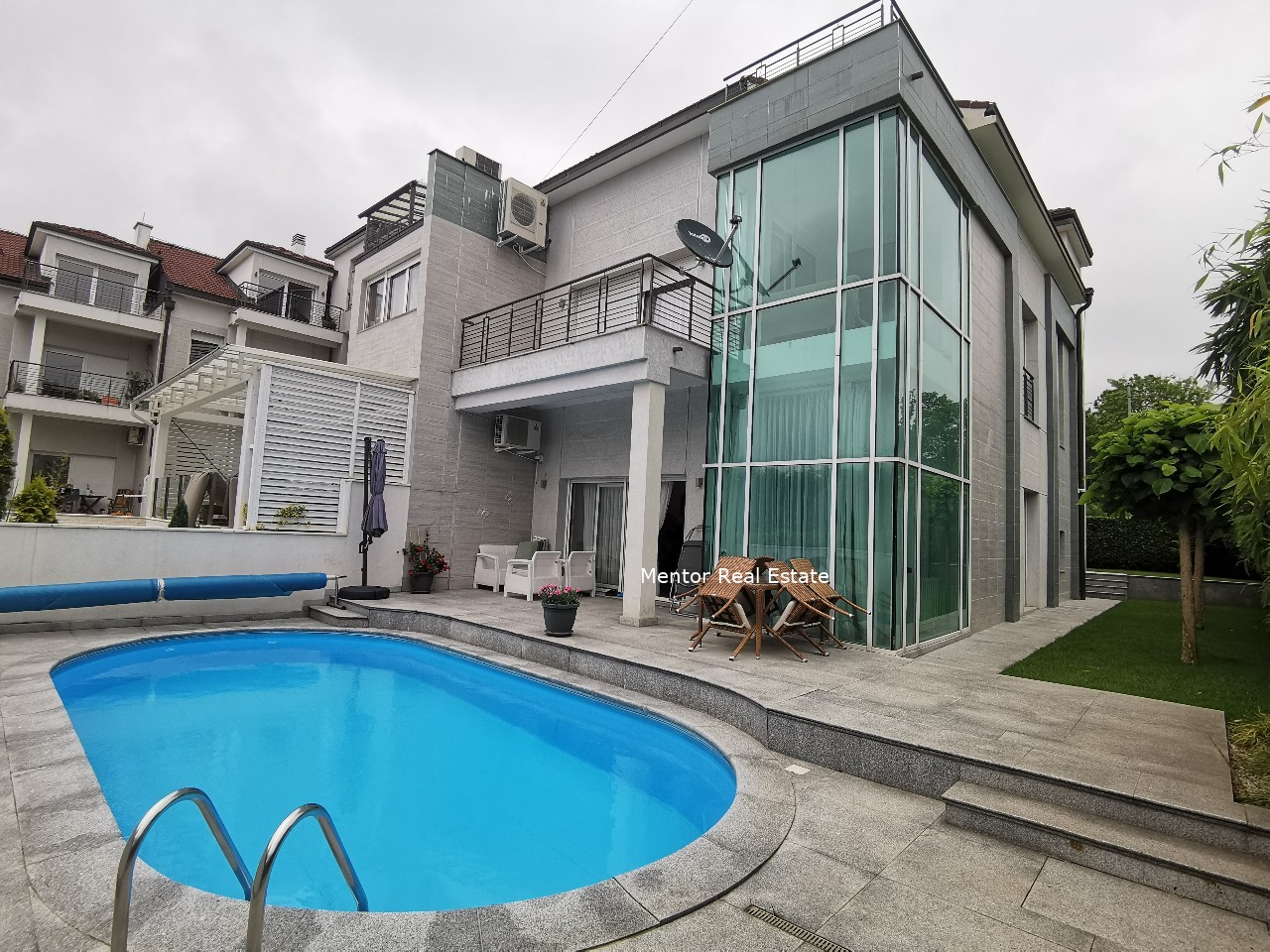 Dedinje house with swimming pool for rent