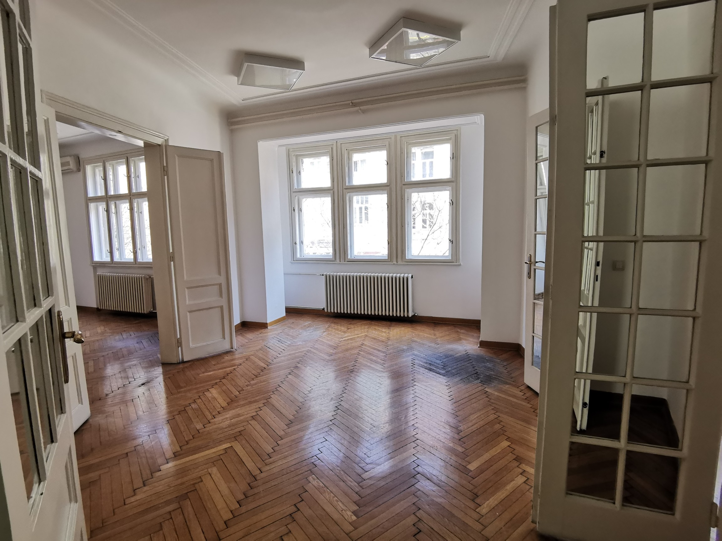 Office space 170sqm , 7 offices for rent