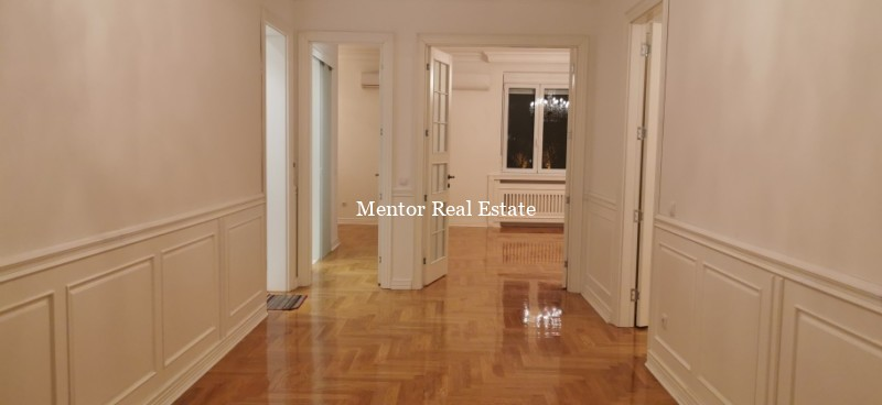 Centre 150sqm luxury apartment for rent
