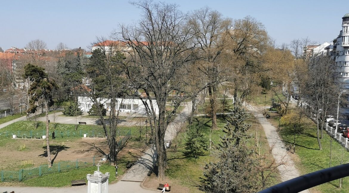 Vračar apartment with a view on park (32)