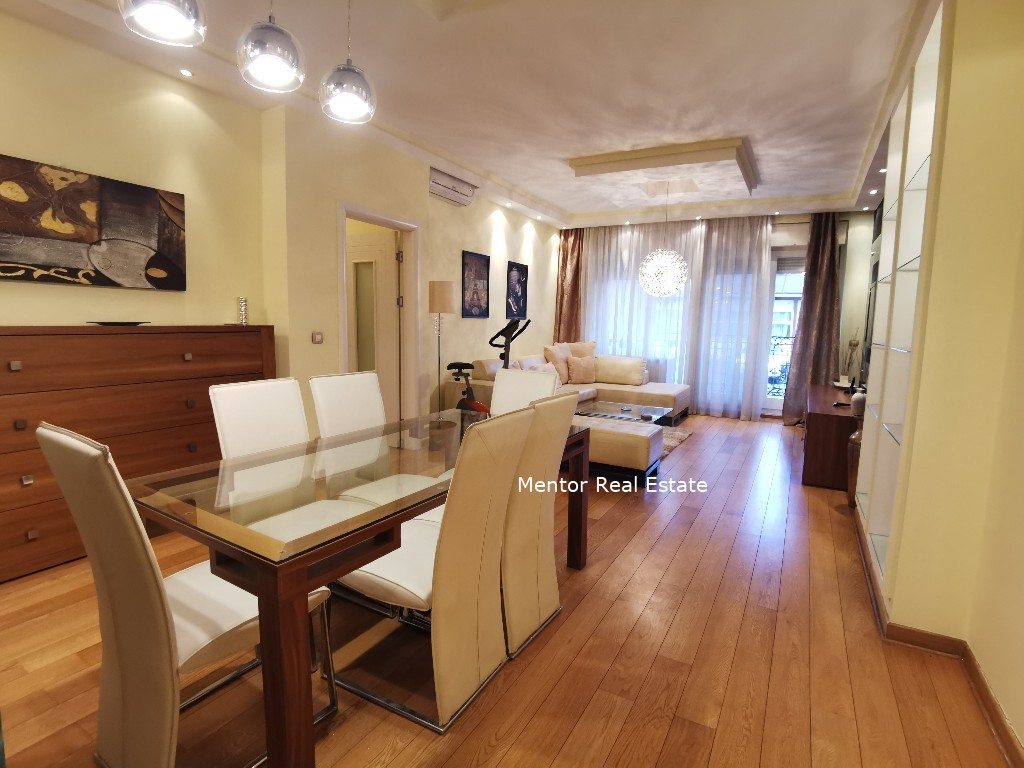 Centre 130 sqm apartment with garage for rent
